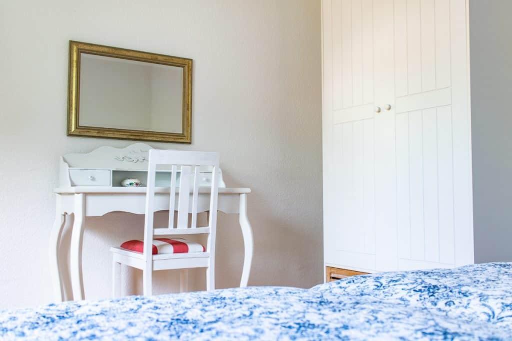 Schlafzimmerdetails in der ersten Etage