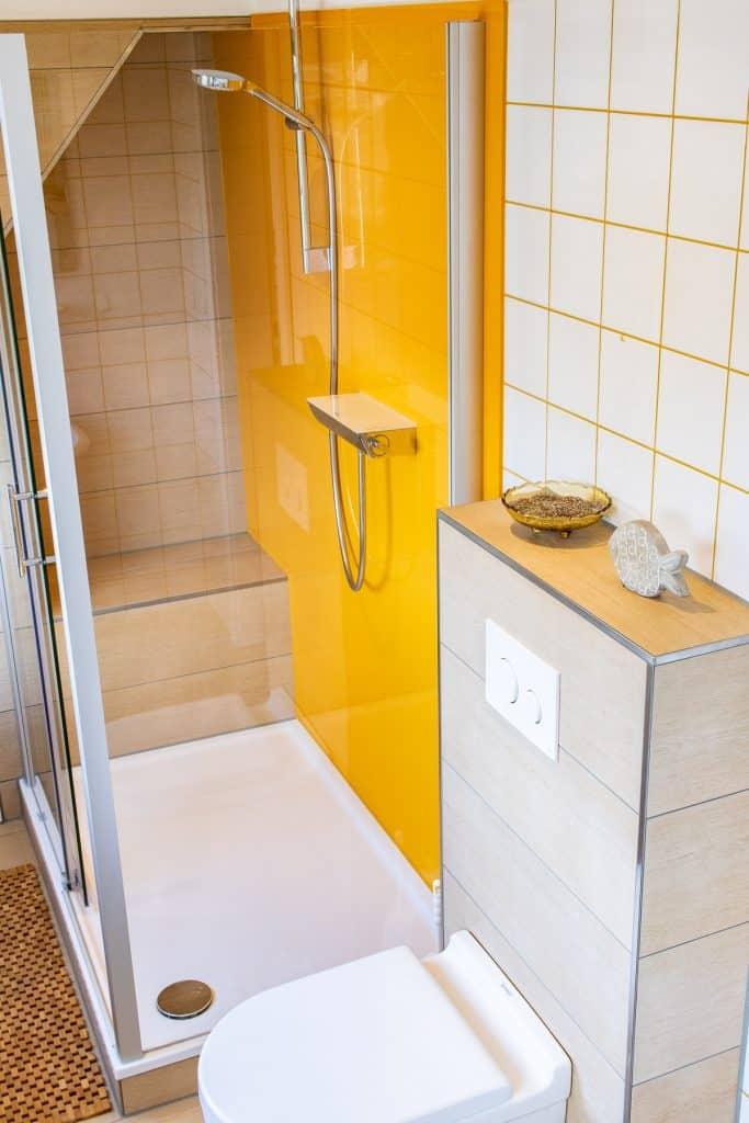 Badezimmer mit außergewöhnlicher Dusche